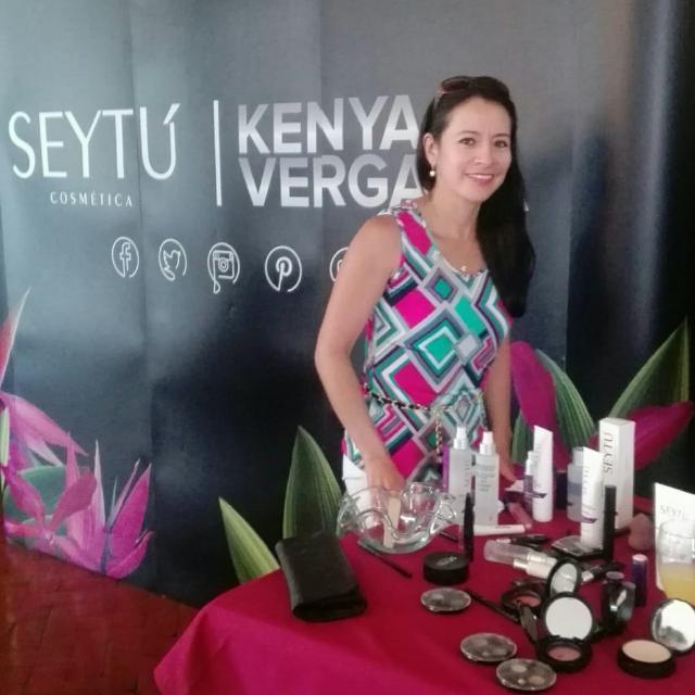 Linea de maquillaje SEYTU Kenya Vergara
